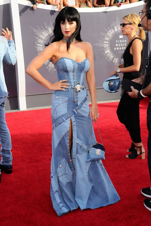 23931-katy-perry-con-un-total-look-jean-de-576x0-1